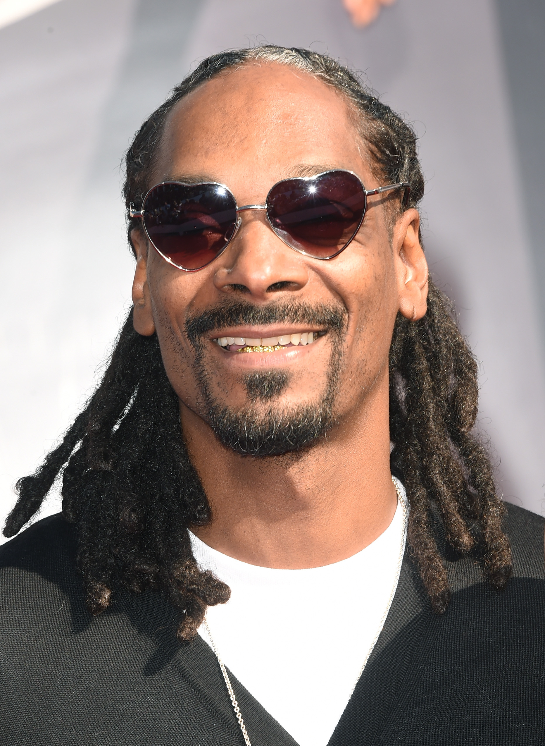 Snoop Dogg Responds To Rumors Of Long Beach Crips Running Him Out The Hood