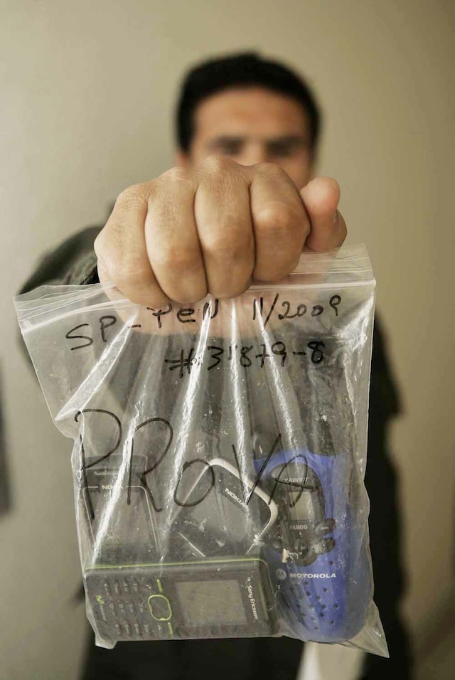 smuggling-cell-phones-into-prison